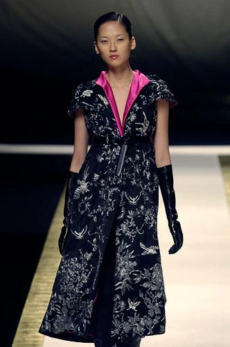 https://flic.kr/p/nW8oCz | Leather Glove Fashion Show Gloved Models (834) | gloves leather glove model fashion runway