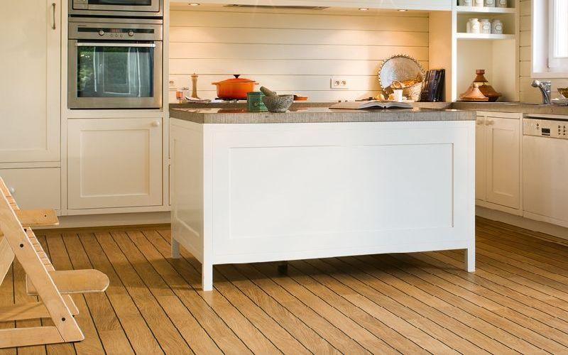 Suelo de pvc color roble para cocina tarima en cocinas - Suelos para cocinas ...