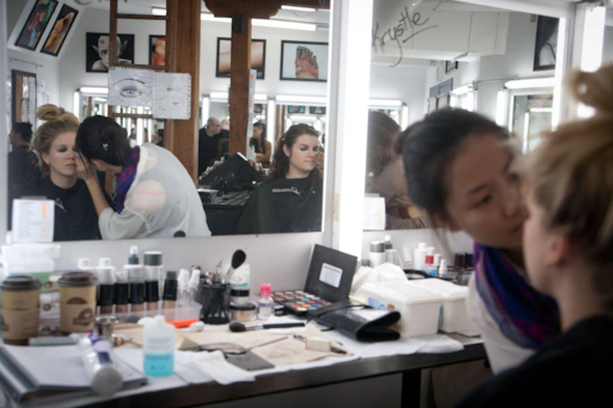 The Best Hair And Makeup Colleges In Toronto And Description In 2020 School Makeup Makeup Artist Course School Design