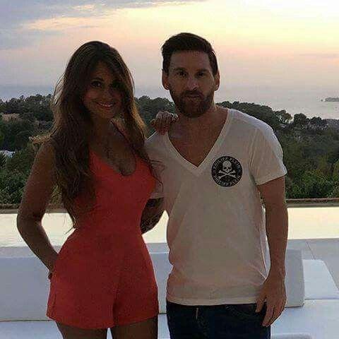 Antonella Roccuzzo And Neymar