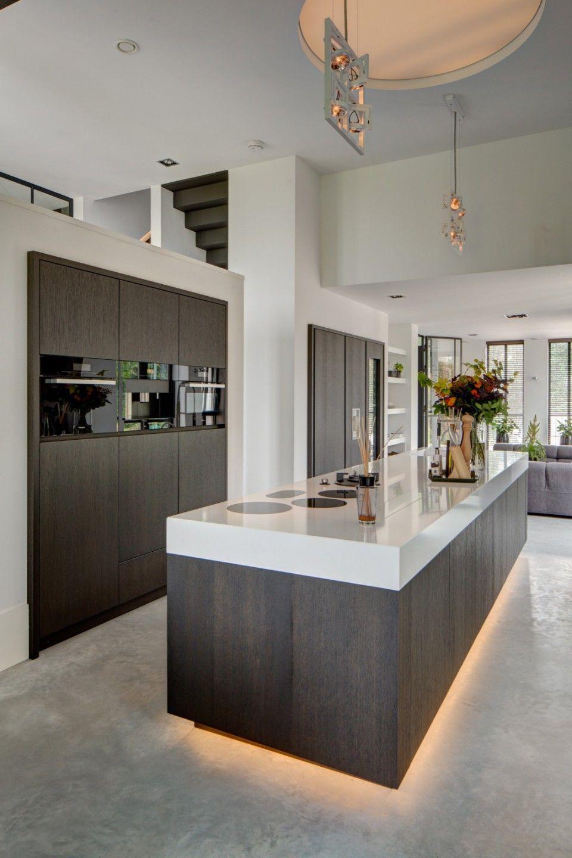 RMR interieurbouw - Puur - Luxe keuken inspiratie http://amzn.to ...