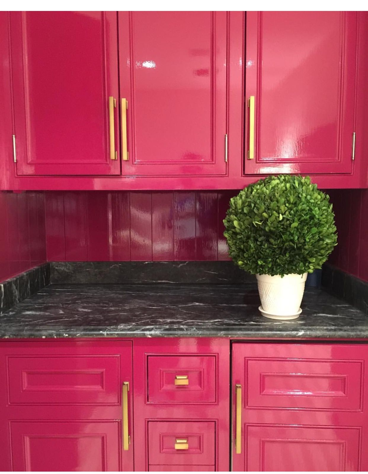 kirsten kelli hot pink lacquer cabinets pink kitchen cabinets hot pink kitchen painted on kitchen decor pink id=36721