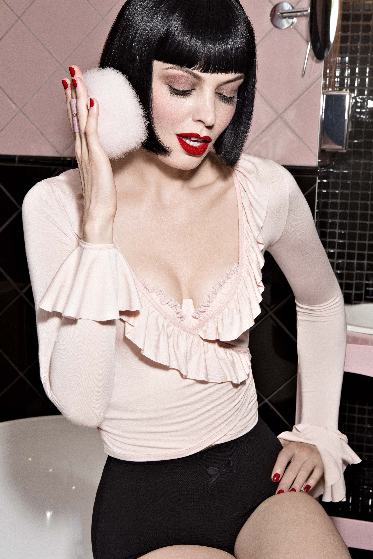 4e6ac42868 Pompon Girl - Cache-cœur nude Chantal Thomass x Damart   Just Dead ...