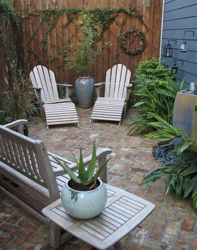Creative Courtyards In 2020 Small Courtyard Gardens 640 x 480