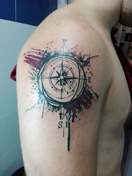Tatuaje De Estrella De Los Vientos Realizado En Nuestro Centro De