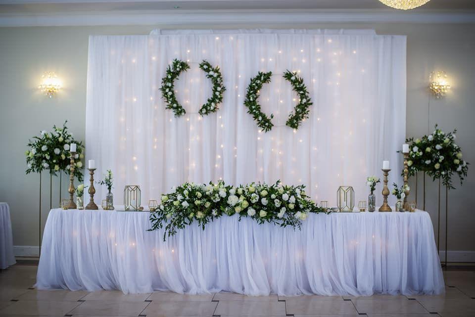 Dekoracja Stolu Pary Mlodej 20 Ciekawych Inspiracji Na Stol W Indian Wedding Decorations Receptions Wedding Floral Centerpieces Wedding Reception Decorations