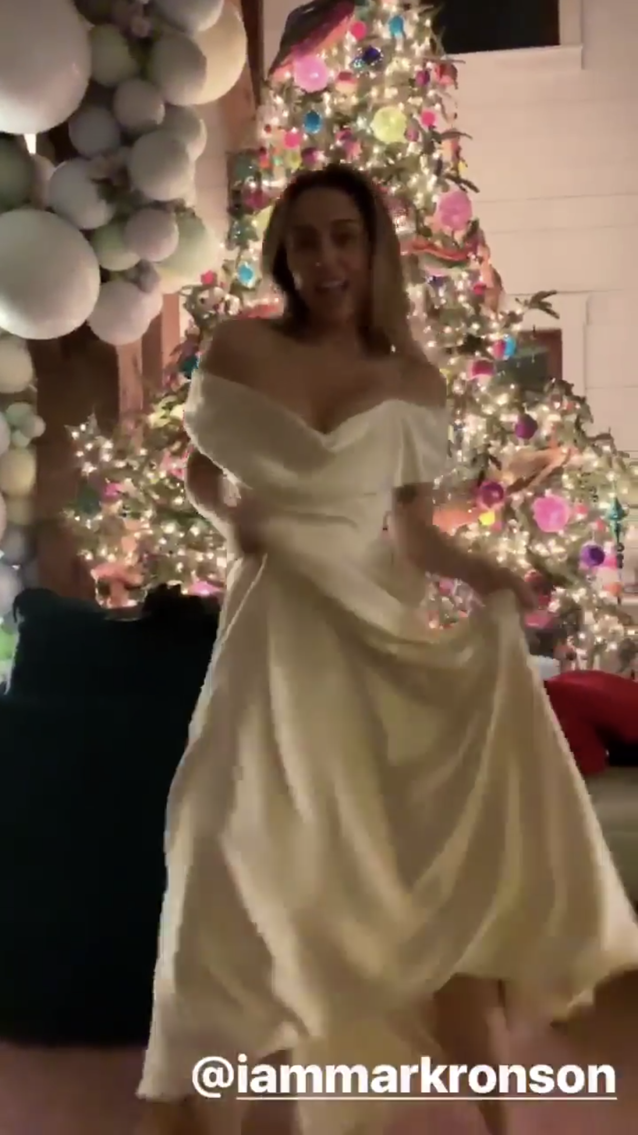 Miley Cyrus Wedding Dress.Miley Cyrus Wedding Gown I Do In 2019 Miley Cyrus Wedding