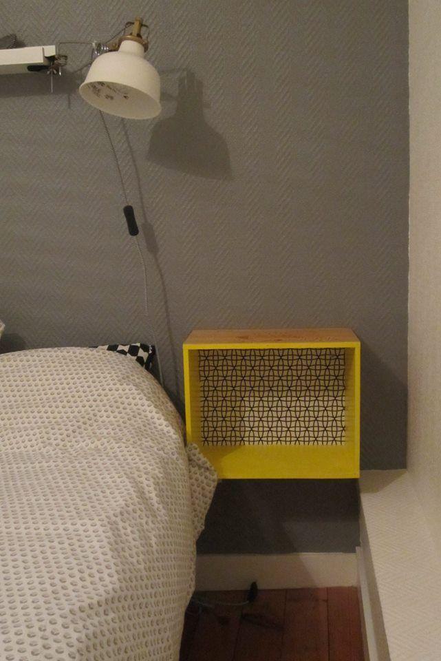 Table de nuit Chevet - caisse de vin relookée tissu graphique noir - Peindre Table De Chevet