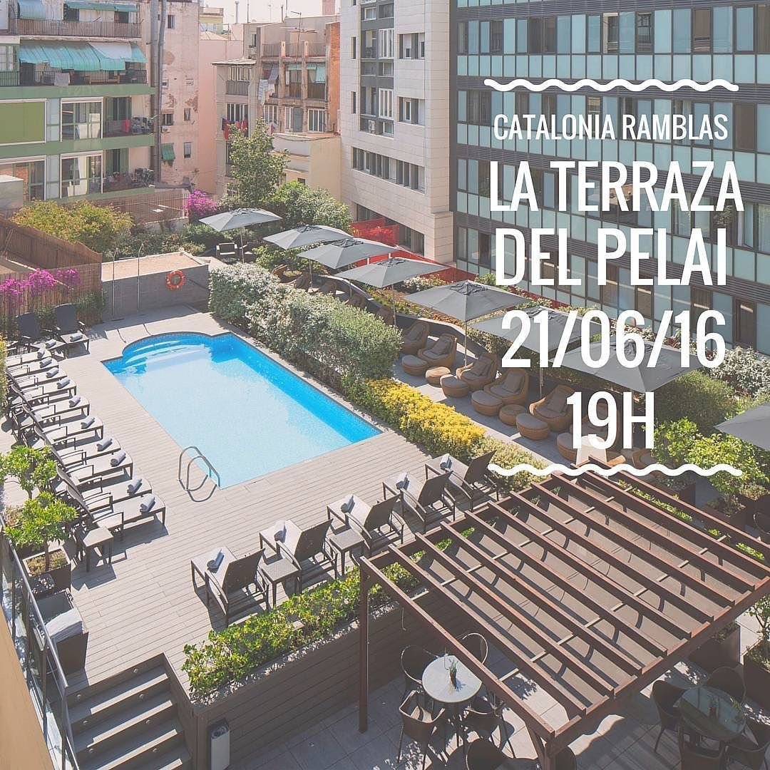 Celebra con nosotros la llegada del verano! #summer #party #afterwork #cataloniaramblas #terrazapelai #pelai #barcelona #ViveCatalonia #LiveCatalonia #LiveFromCatalonia #EnjoyingCatalonia #DisfrutandoCatalonia #GaudintCatalonia #urban #travelling #architecture #urbano #street #trip #spain #design #picoftheday #beautiful #travel #night #friends #drinks #vacation #thirsty #drinking