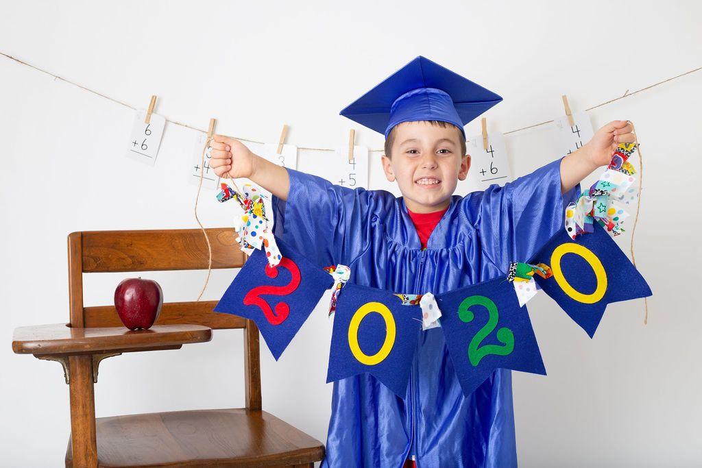 Preschool Graduation Photography Ideas In 2020 Kindergarden Graduation Kindergarten Graduation Pictures Preschool Graduation
