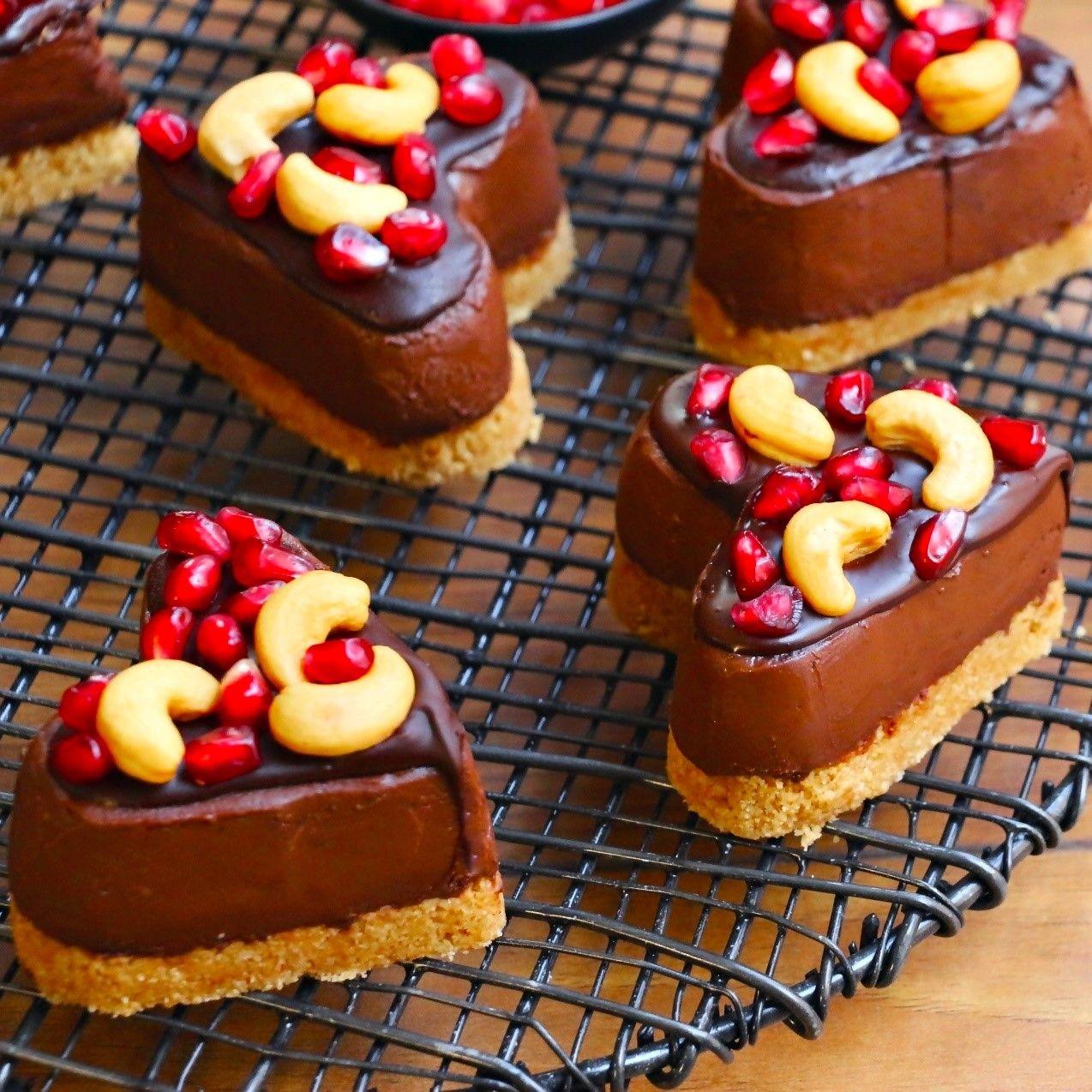 Çikolatalı Mini Kalp Pastacıklar