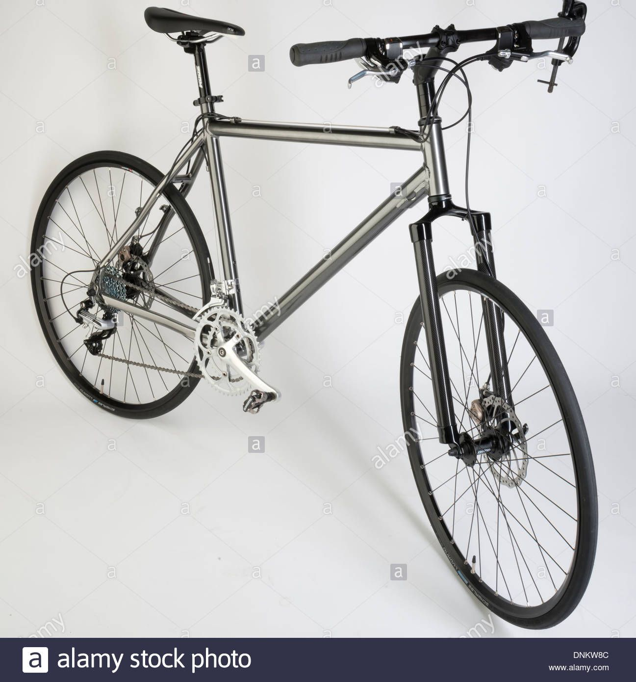 Hybrid Bicycle With Disc Brakes Road Tyres And Straight