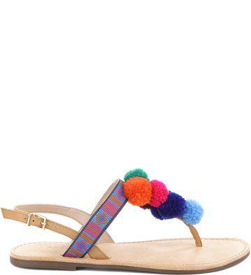 1d2e303a9 Rasteira Pompom Show Multi | Arezzo - Esta sandália rasteira de couro tem  bordados e pompons multicoloridos, que são o hit do momento e tem tudo para  ...