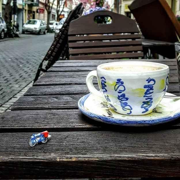 In der Breiten Straße findest Du auch Frau Holle. Das schönste Café der Altstadt. Aber eventuell auch das kleinste.