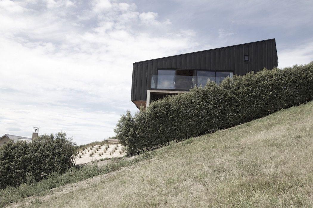 A Black Zinc House Overlooking New Zealandu0027s Southern Alps Design Inspirations