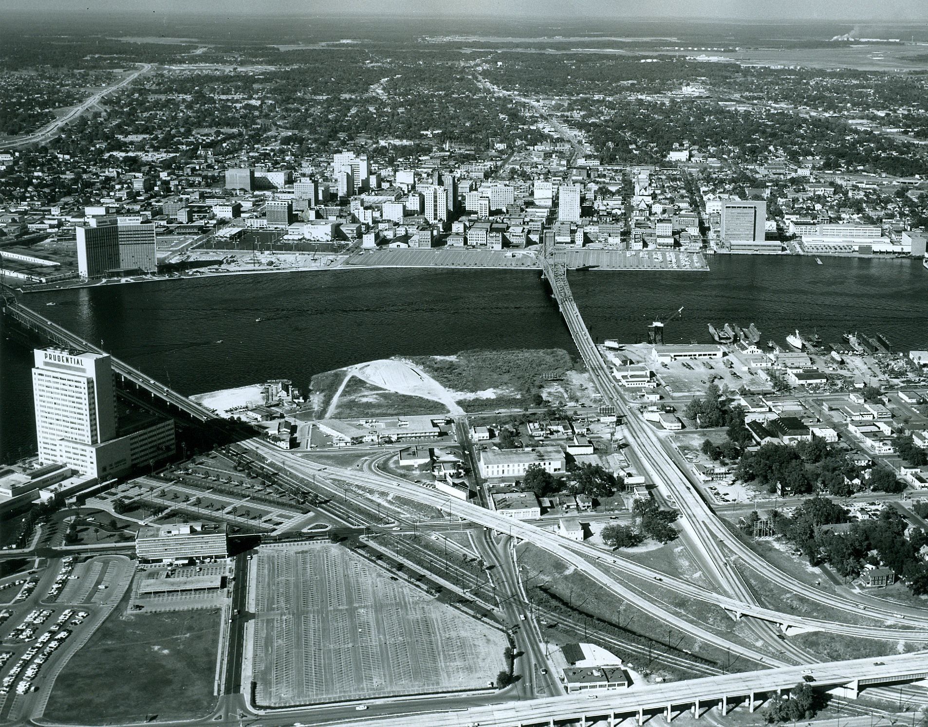 Take A Look At This Aerial View Of Downtown Jacksonville S Skyline Around 1960 We Ve Made A Lot Of Changes Jacksonville Florida Jacksonville Beach Aerial View