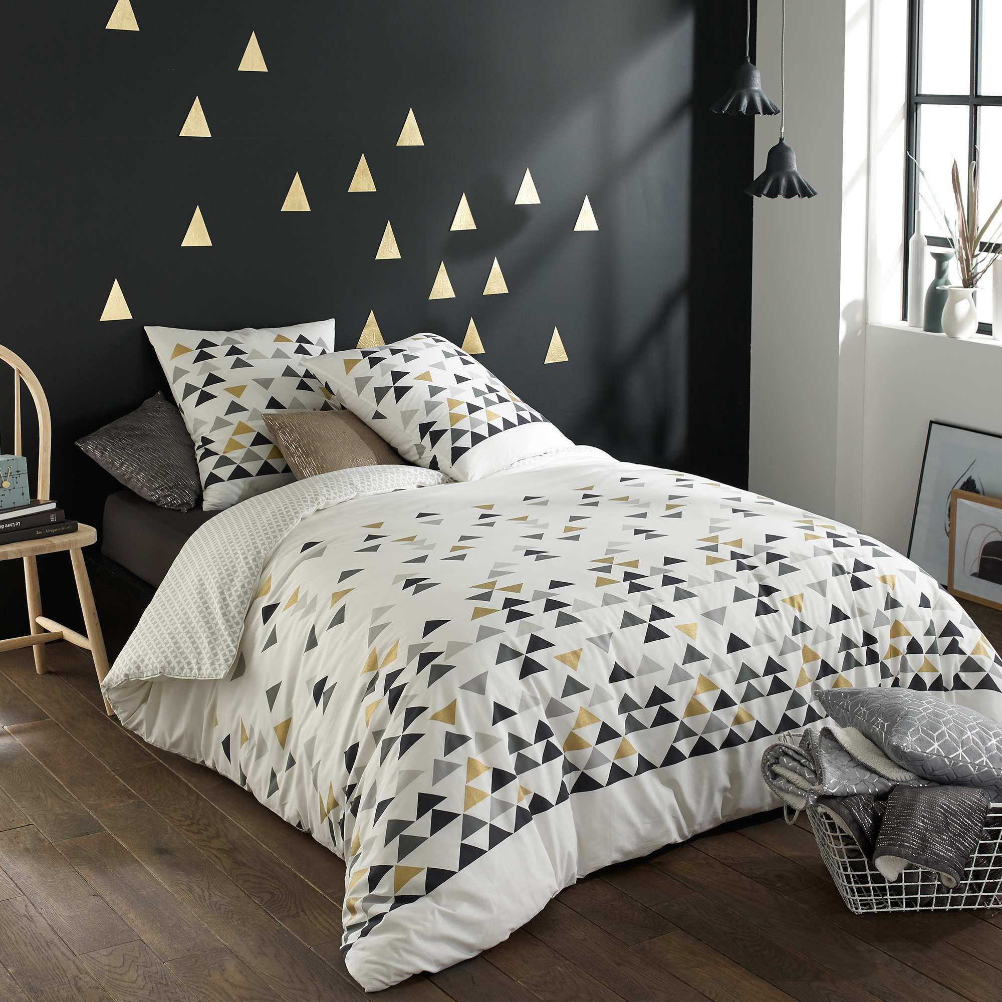 tee shirt pur coton imprim fantaisie triangles. Black Bedroom Furniture Sets. Home Design Ideas
