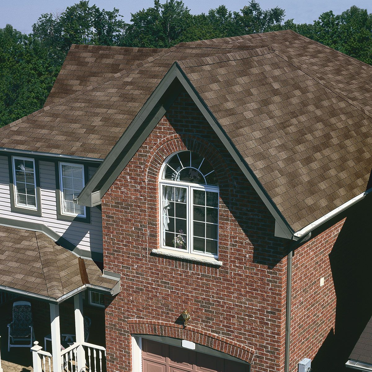 Best Brick House With Driftwood Shingles Brick Pinned By Www 400 x 300