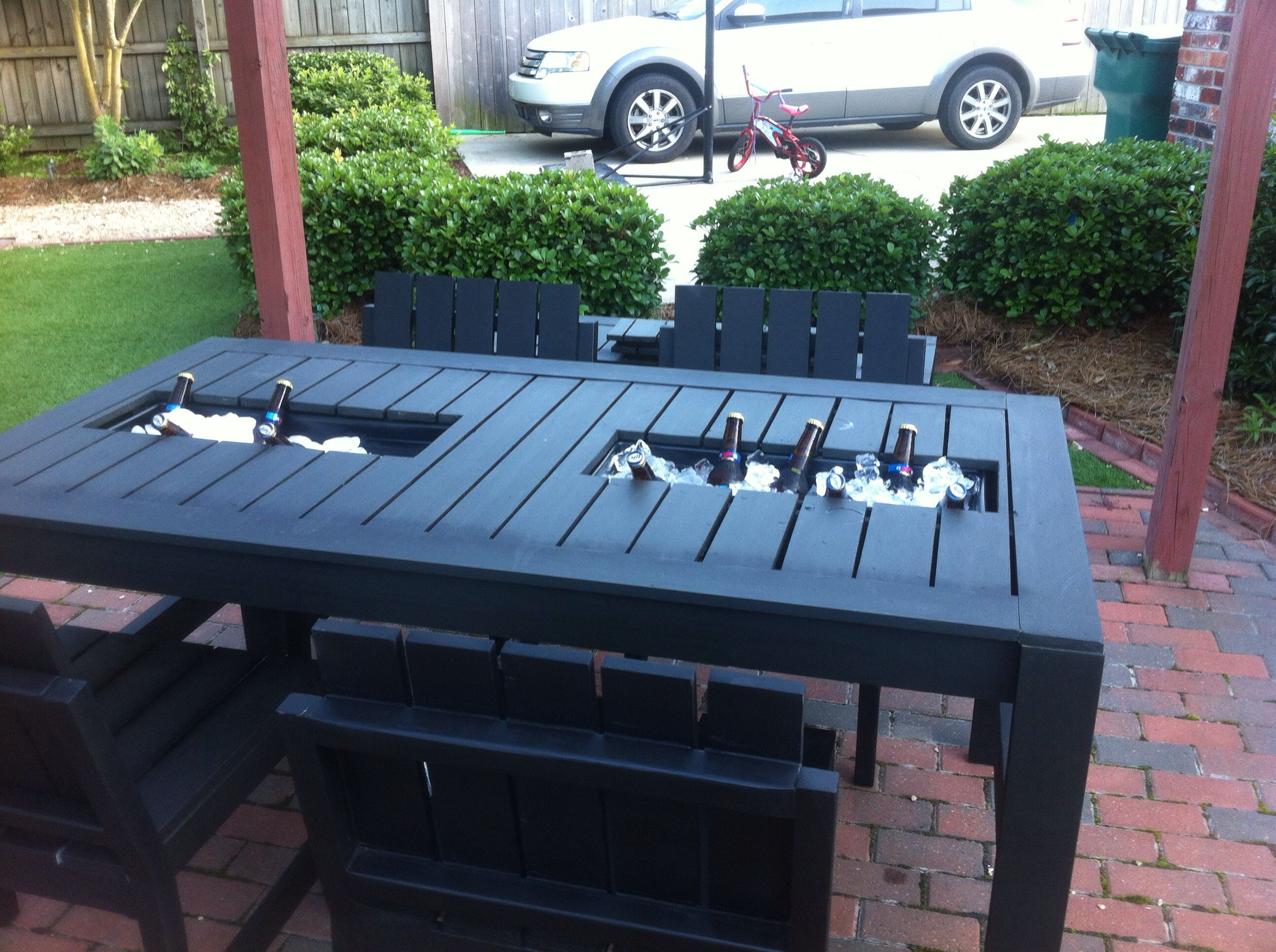 Built in cooler patio table outdoor dining tutorials for Patio table with built in cooler