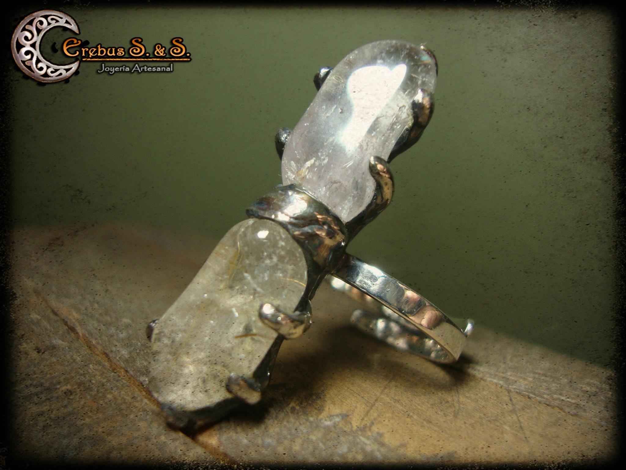Anillo de cuerpo ajustable en plata ley 925 con 2 cuarzos.  https://www.facebook.com/photo.php?fbid=442686782445198=a.442684695778740.92876.200704913310054=3
