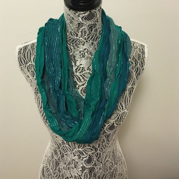 Green scarf Beautiful emerald green and silver scarf Accessories Scarves & Wraps