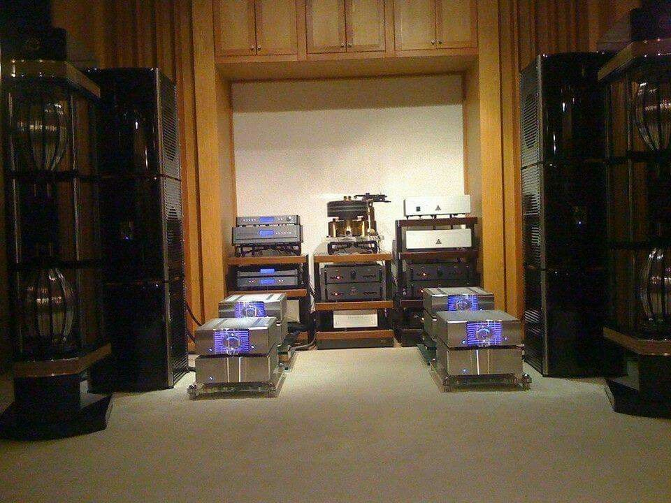 Kuzma XL and Aesthetix phonostage,Dcs digital rack,Lamm 4 blocs preamp,Krell monbloc's driving the Statement MBL's .