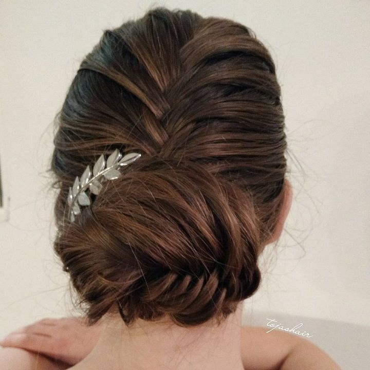 classic fishtail braid pinnend up,Fishtail Braid Bridal Hair For A Beach,chignon hairstyle,wedding updo hairstyles,fishtail braid updo,fishtail braid chignon
