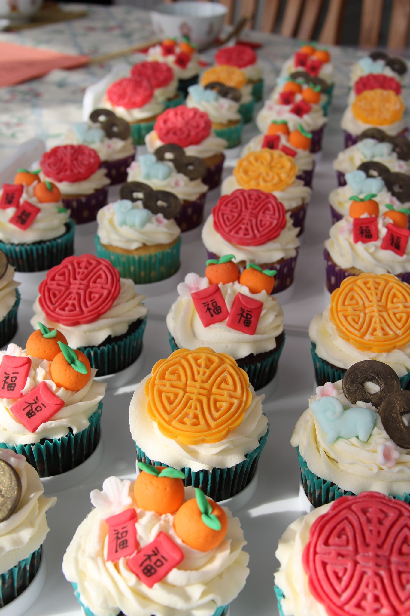 Chinese New Year cupcakes with fondant toppers | New year ...