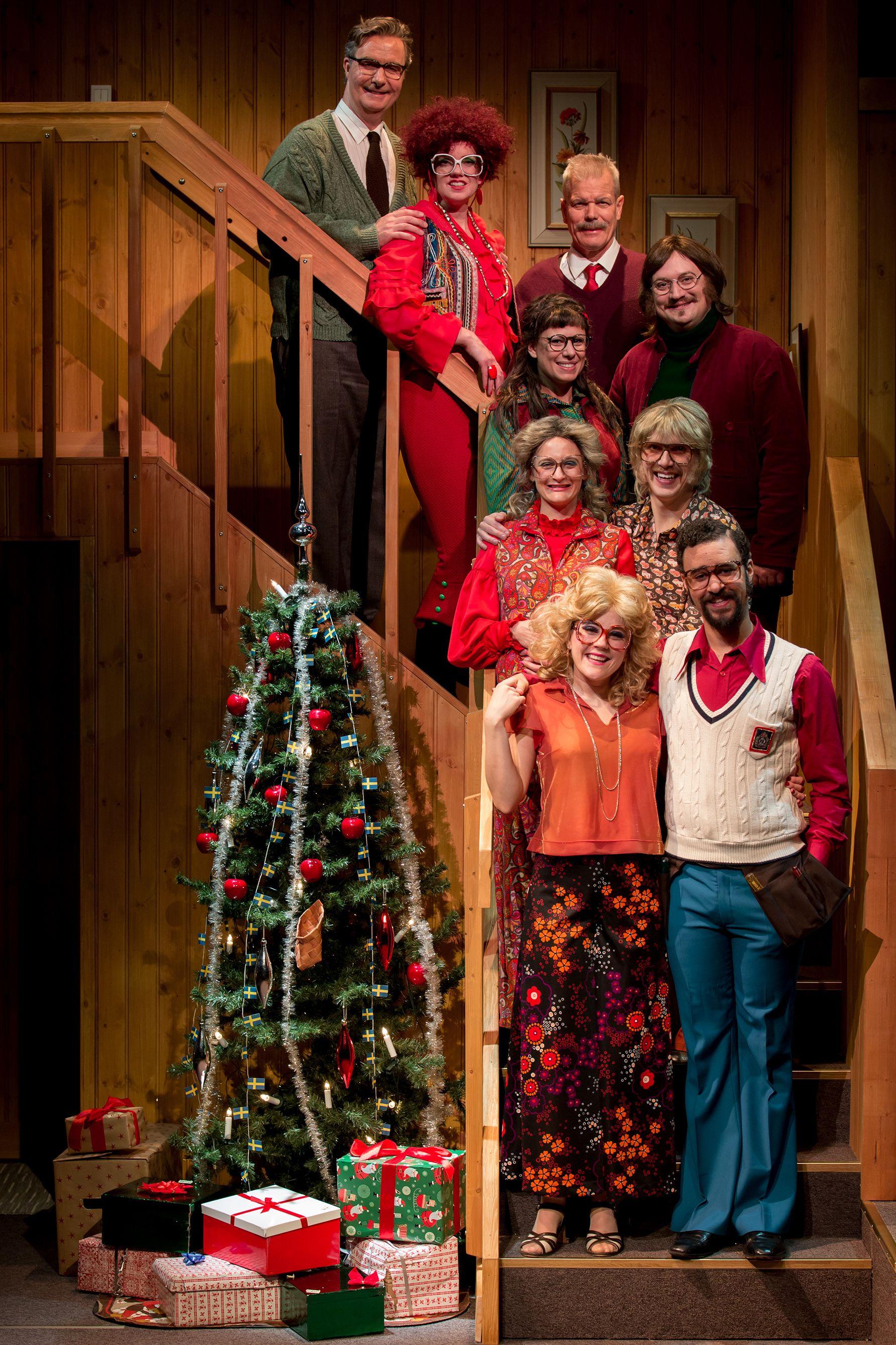 Hela släkten samlad! En fröjdefull jul av Alan Ayckbourn. Scenograf Mona Knutsdotter. Kostymdesigner Ina Andersson. Fotograf Marcus Hagman.