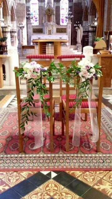 Decoration Chaises Maries Fleurs Chaises Eglise Table Decorations Bouquet Decor