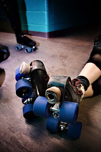 die besten 25 derby skates ideen auf pinterest roller derby roller derby bungen und roller. Black Bedroom Furniture Sets. Home Design Ideas