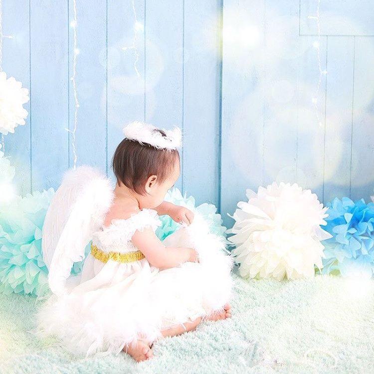 た1枚♡ 大人しそうに見えて、 実はドレスの羽むしってます(笑) ドレスは手作り ♡ Photo by スタジオプチパ  studiopetitpas babygirl baby 1歳 1歳誕生日