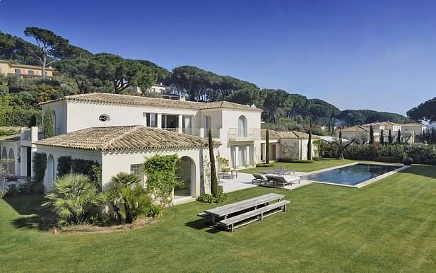 modern villa for sale to rent parcs de st tropez closed domain 24h security luxury real estate french riviera