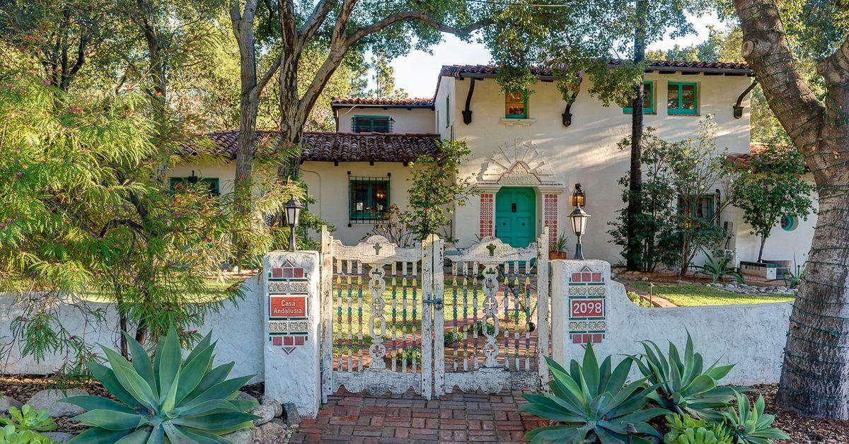 Spectacular Spanish Colonial Revival House In Altadena Seeks 2 8m Casas Charmosas Casas Arquitetura