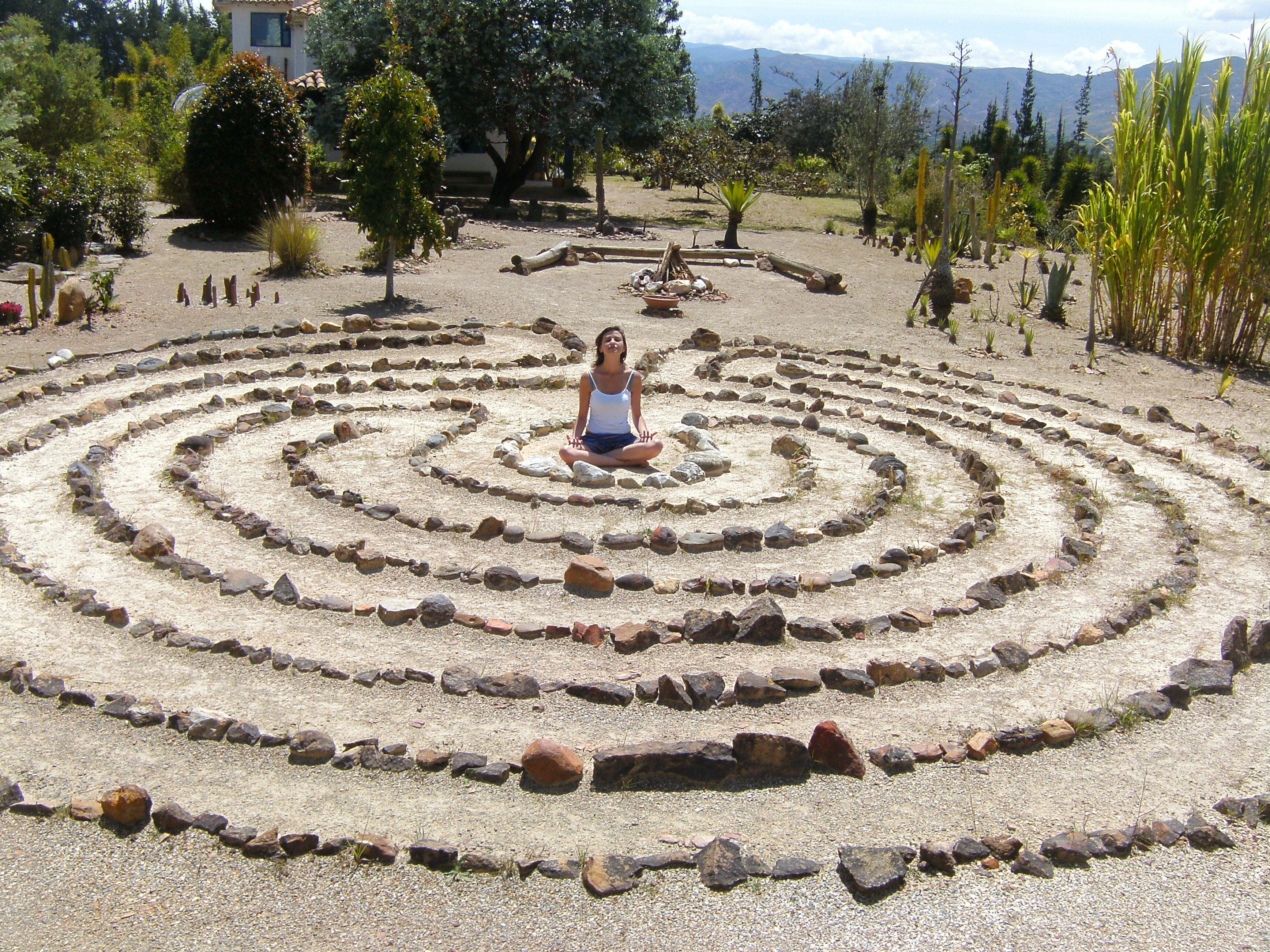 Art fibas jard n de desierto laberinto de meditaci n for Jardines con cactus