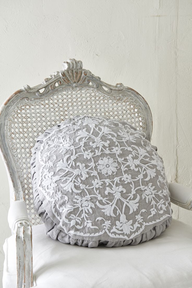 Dining chairs and decorative pillows abbychic ideas para