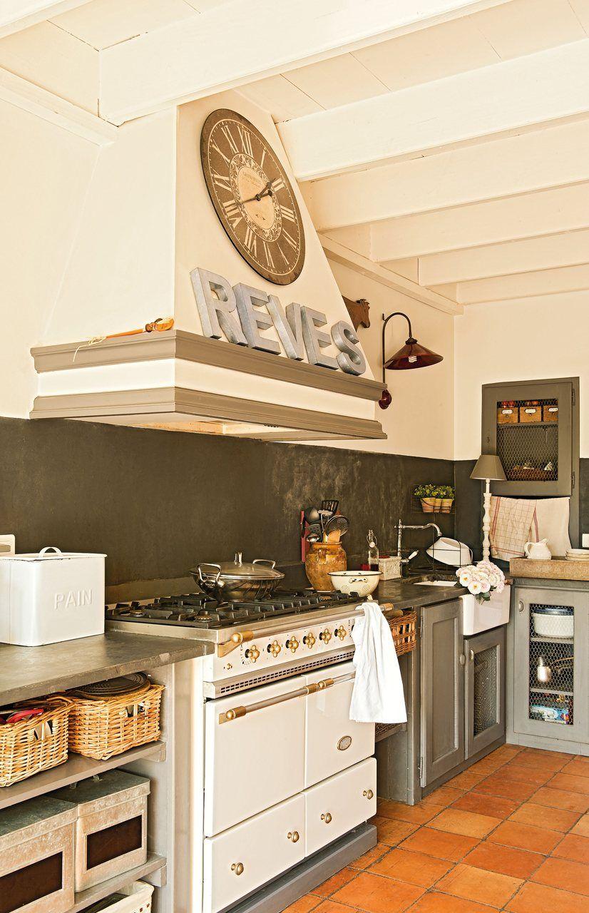 Cocina Mobiliario original, con tela de gallinero y puertas de ...