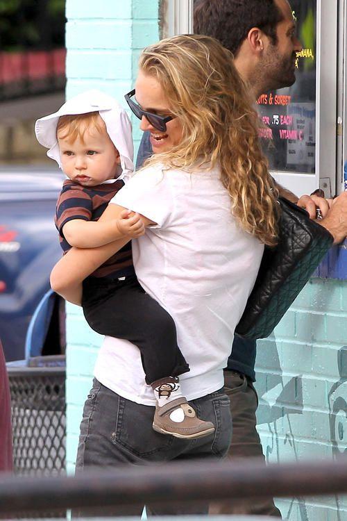 Natalie Portman and Ivan.He looks like his Mom. | Natalie ...