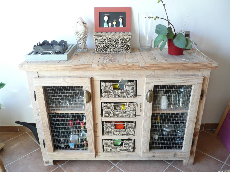 meuble fait en palette de bois. Black Bedroom Furniture Sets. Home Design Ideas