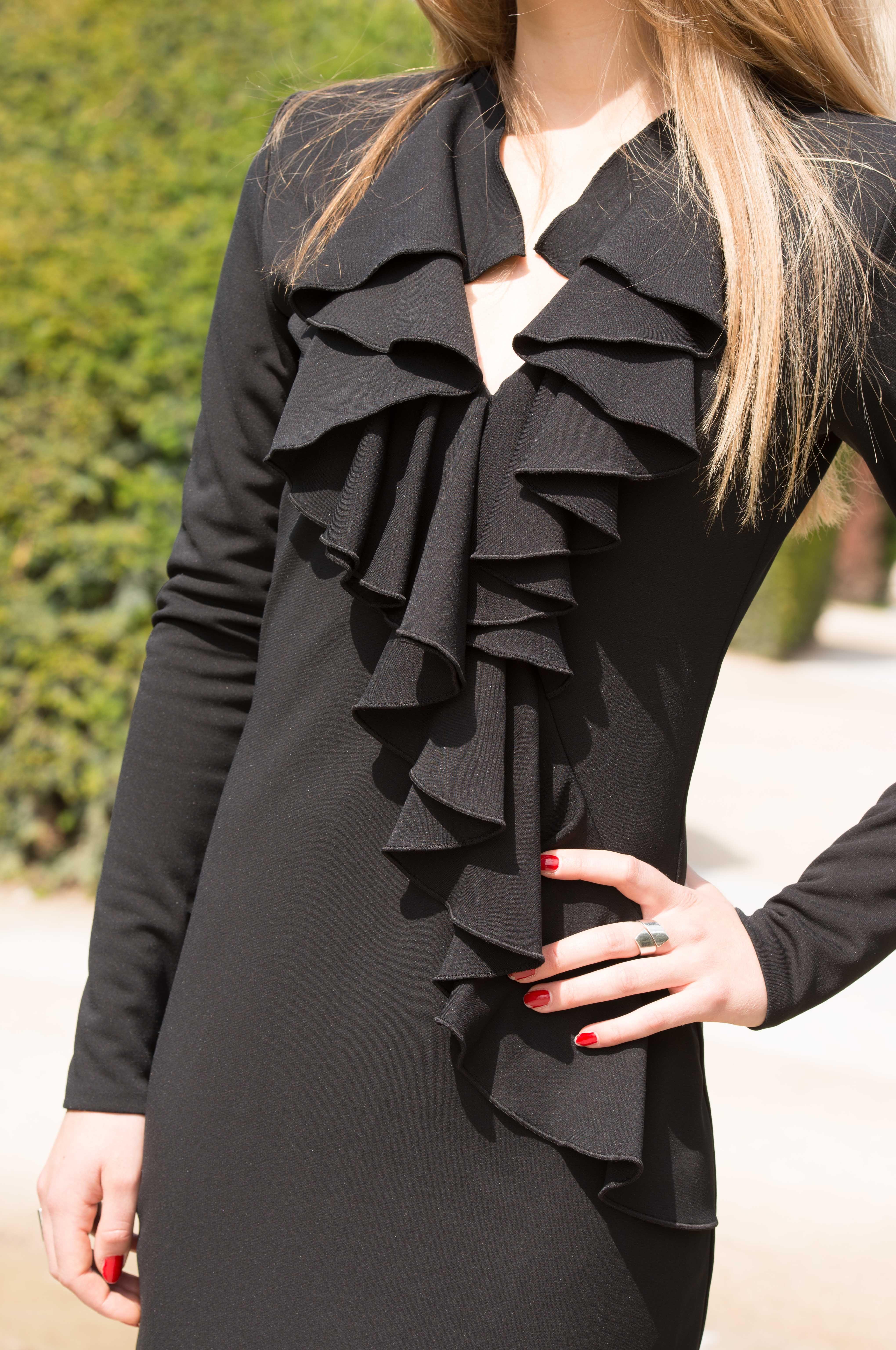 superbe robe balmain avec un col volants id al pour une r ception ou une soir e robe