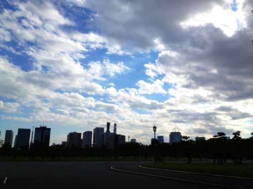 Bonitas nubes para un timelapse cerca del palacio del emperador.