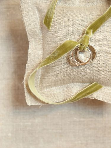 Lord-of-the-Rings-Themed-Wedding-Ring-Pillow