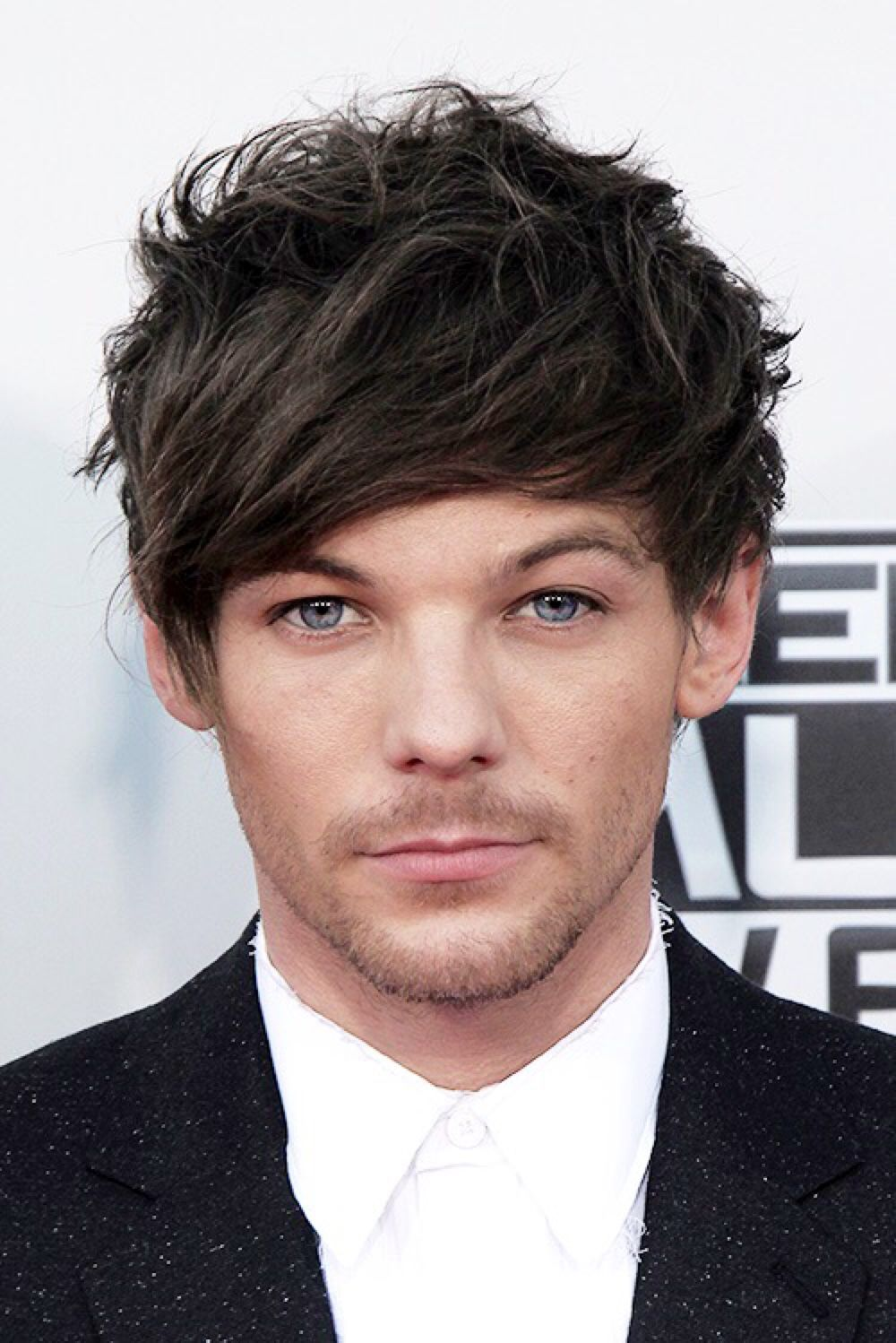 Louis Tomlinson On The 2015 American Music Awards Red