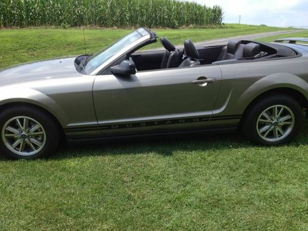 Make ford model mustang year 2005 body style convertible exterior color gray met interior for 2005 ford mustang convertible interior