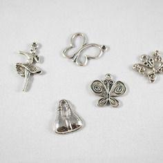 Assortiment 5 breloques papillons, danseuse et sac métal argenté vieilli