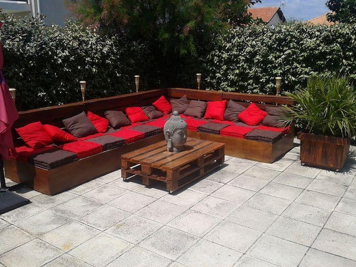 Jetzt Zeigen Wir Ihnen Eine Idee Für Palettenmöbel Terrasse Ein Kleiner  Tisch Aus Paletten Und Sofas