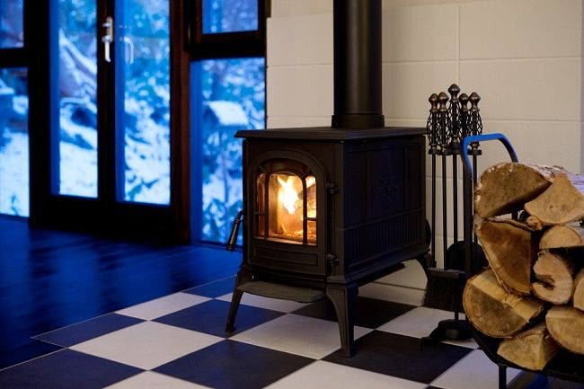 What are the Advantages of a Freestanding Wood Fireplace and How to Maintain it?