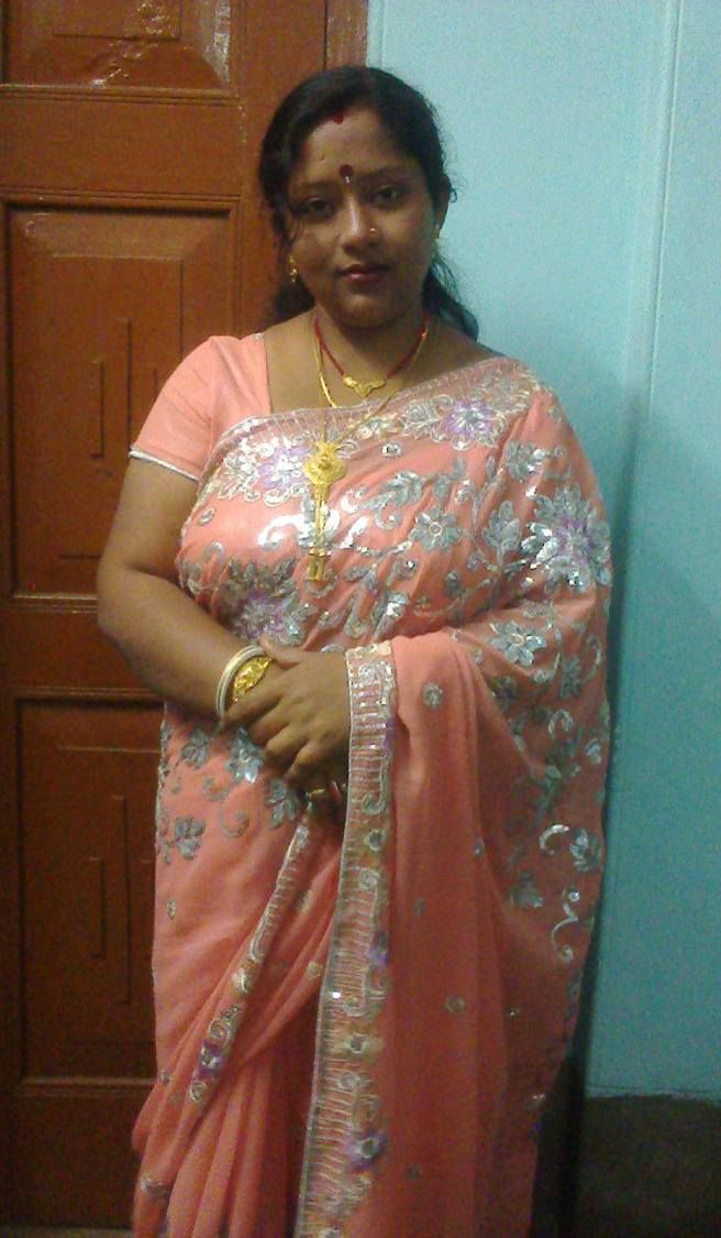 Pin By Jhon Walter On Indian Aunties  Pinterest  Auntie, Desi And Saree-3277