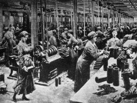 World War I Women Working In A British Munitions Factory 1915 Photo Allposters Com World War World War I War