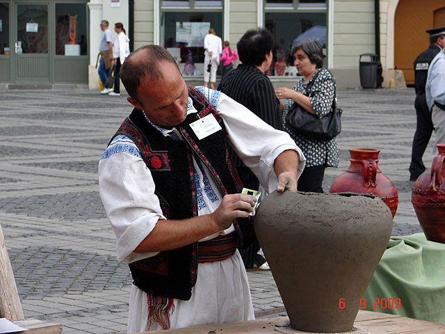 Imagini pentru targul olarilor sibiu